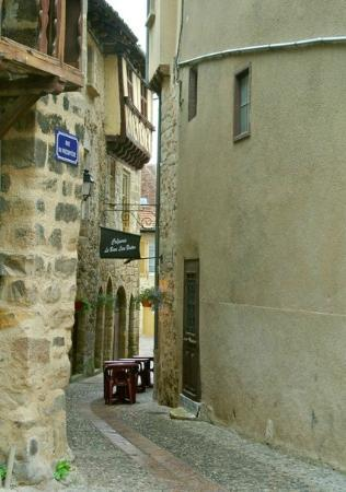 Le Petit Chat : town