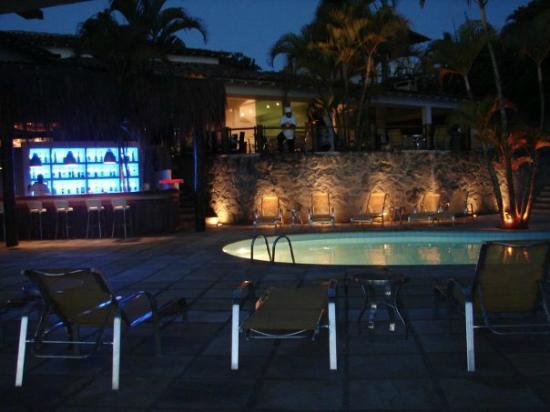 Hotel Mandragora: Pileta, Barra y Balcon Desayunador y comedor