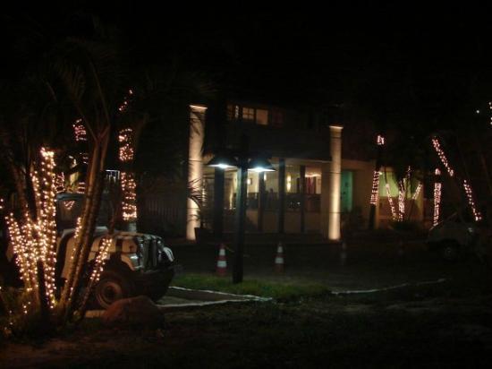 Hotel Mandragora: Entrada de noche