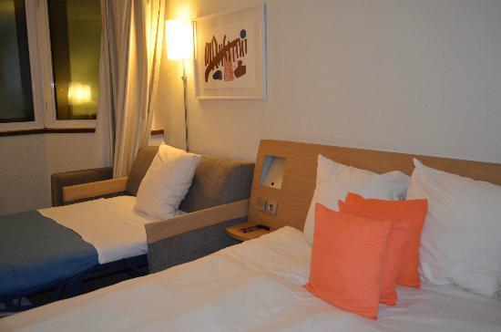 Novotel Paris Pont de Sevres: Clean, hygienic, stylish room