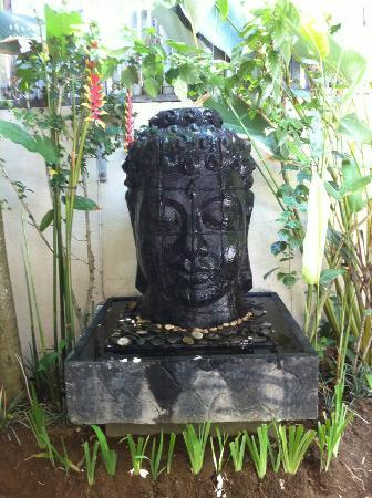 Villa Drupadi: Pool side statue