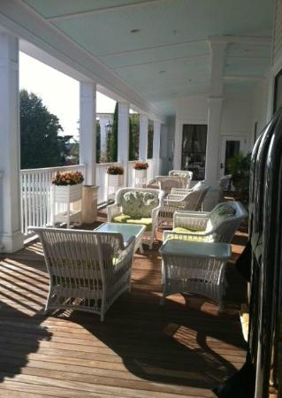 Wentworth by the Sea, A Marriott Hotel & Spa: Amazing front porch set up
