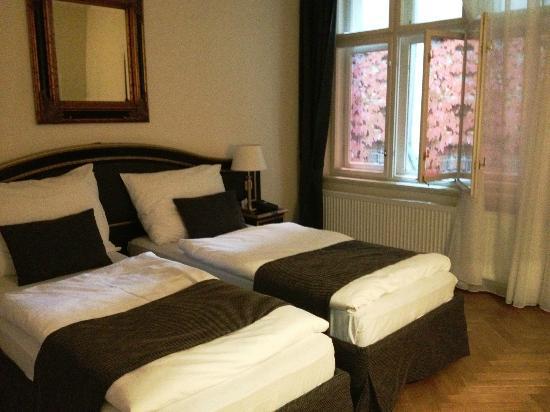 Hotel Elysee: Room