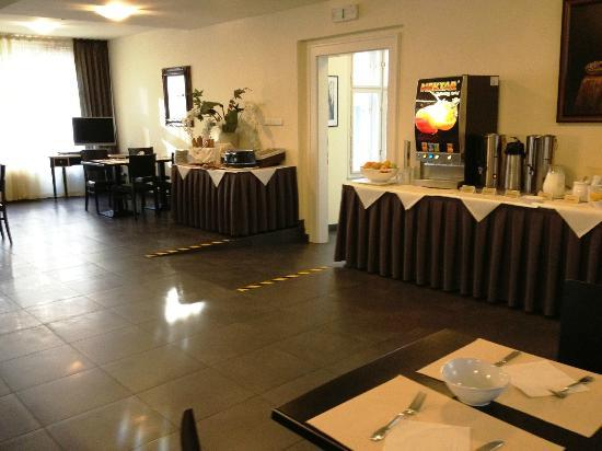 Hotel Elysee: Breakfast 