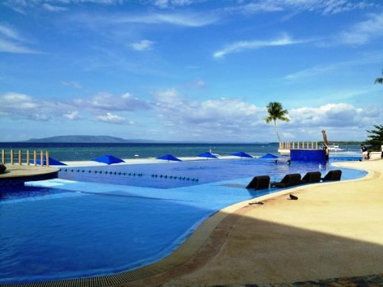 The Bellevue Resort Bohol: INFINITY POOL