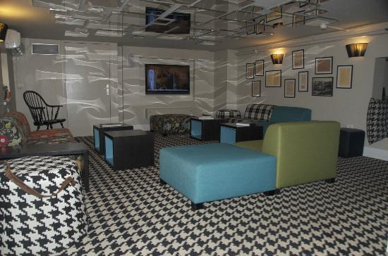 Center Chic Hotel Tel Aviv - an Atlas Boutique Hotel: Happy hour in the Mezzanine