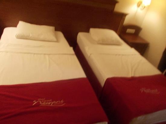 Grand Newport Hotel: Beds almost as they were when we arrived