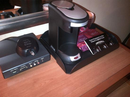 San Jose Marriott: Coffee maker. AV IO