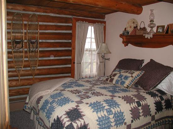 Onahu Lodge B&B: One of the two guest rooms