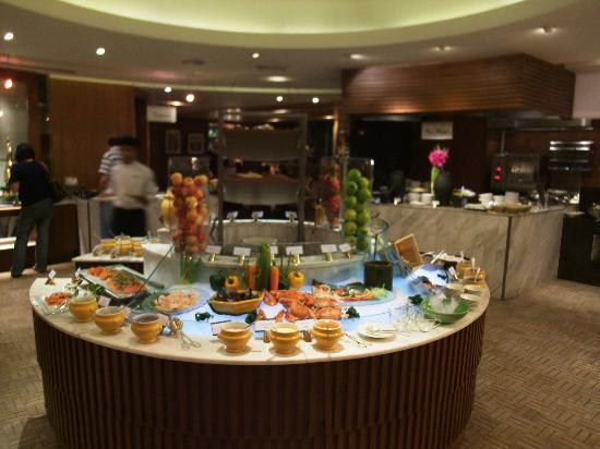 Conrad Bangkok Hotel: ディナービュッフェ