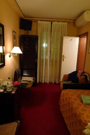 Hotel Agli Alboretti: Single room - view from entrance
