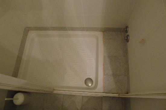 Hotel Agli Alboretti: Small bit of limescale in shower