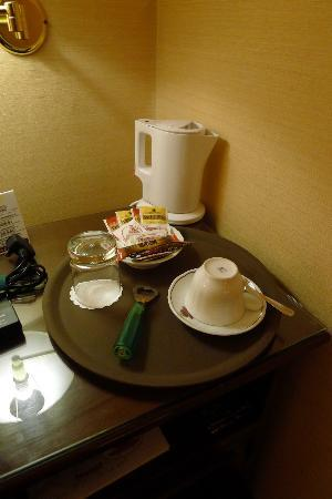 Hotel Agli Alboretti: Coffee making facilities