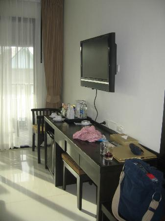 Ananta Burin Resort: TV & Table