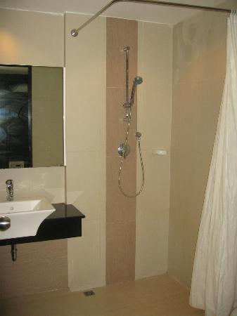 Ananta Burin Resort: Shower