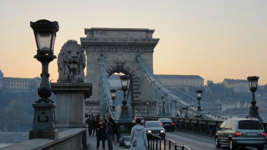 Szechenyi Chain Bridge: Entrada