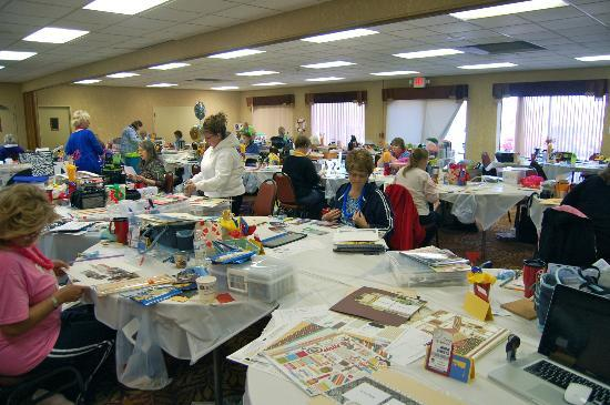 BEST WESTERN Branson Inn and Conference Center: Scrapbooking retreat in conference room