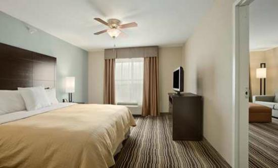 Homewood Suites by Hilton Cedar Rapids North: King Bed