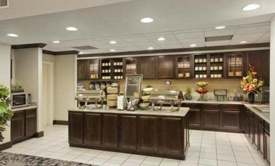 Homewood Suites by Hilton Cedar Rapids North: Breakfast Bar