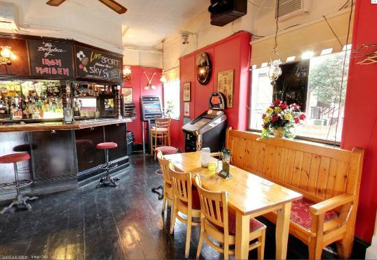 Cart And Horses: The Bar area