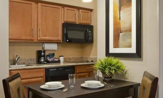 Homewood Suites by Hilton Cedar Rapids North: Microwave