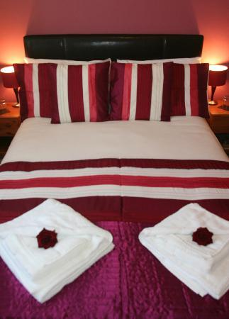 The Swiss Cottage Shanklin: Room 1 Family Suite Double