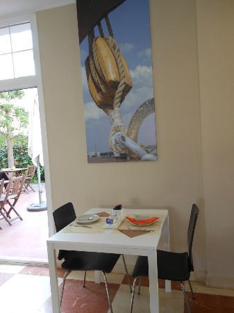 Hotel Platja Mar : Table du petit déjeuner