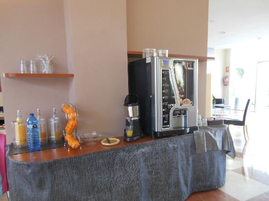 Hotel Platja Mar : Jus d'orange frais à faire soi-même