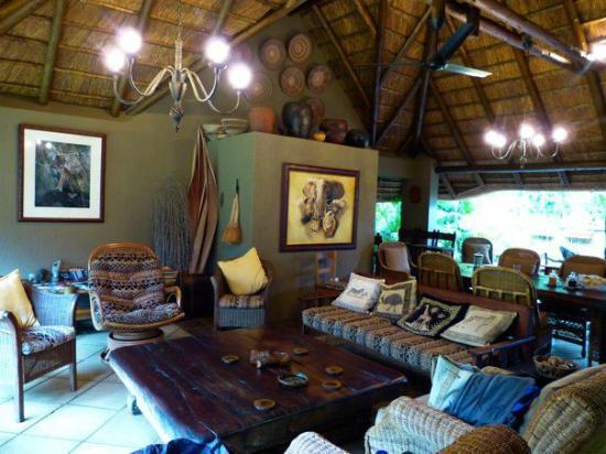 Mhlati Guest Cottages: Living/Dining area- BEAUTIFUL