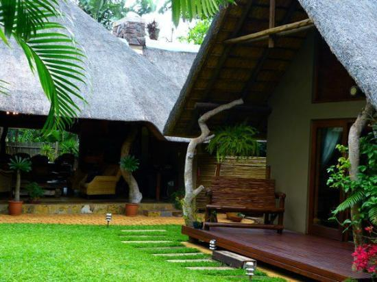 Mhlati Guest Cottages: Outside of rooms