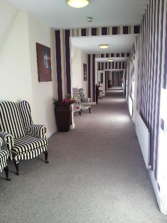 Hillgrove Hotel, Leisure & Spa : Nice wide hallway
