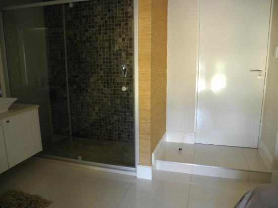 Villa Moringa Guesthouse: shower