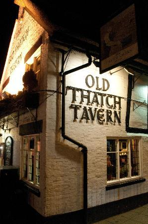 Old Thatch Tavern: Outside