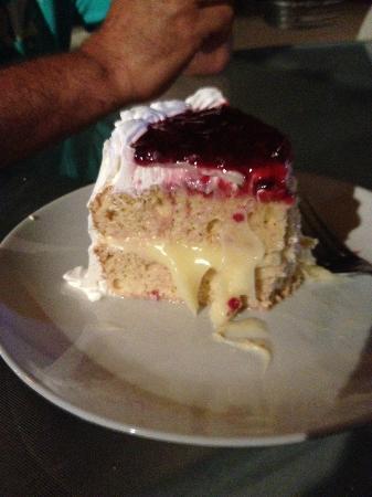 El Chapulim: Four milk cake,fresh and delicious