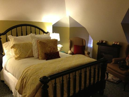 Pine Bush House Bed & Breakfast: Queen size bedroom in Vineyard Retreat Suite
