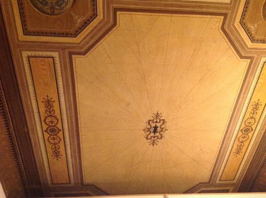 B&B Tourist House Ghiberti: Bedroom painted ceiling