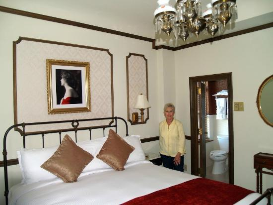 "Mizpah Hotel: The ""Lady in Red"" Suite"