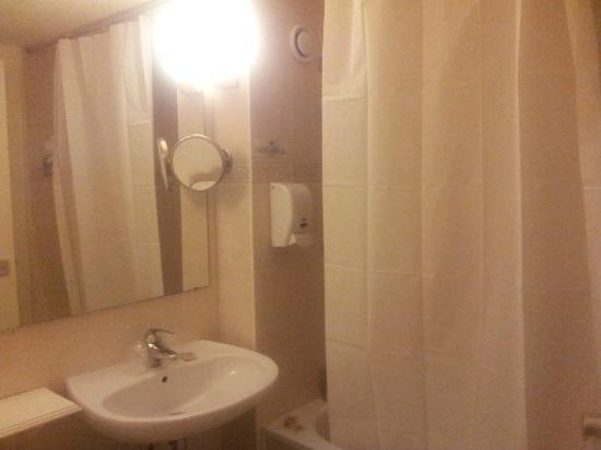 L'Amandier : Vue de la salle de bain