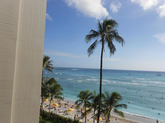 Moana Surfrider, A Westin Resort & Spa: veiw from our room bonus !