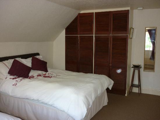 Farley Cottage: Plenty of wardrobe space