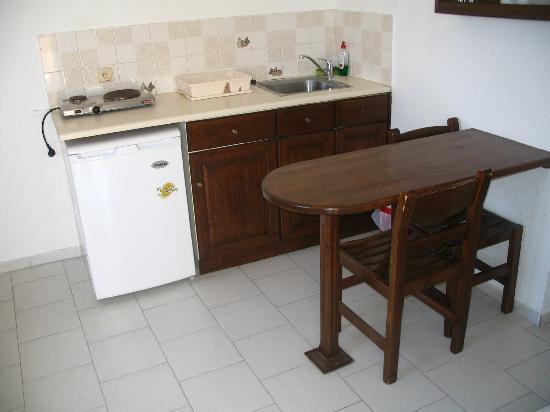 Markakis Studios Fira: kitchen room