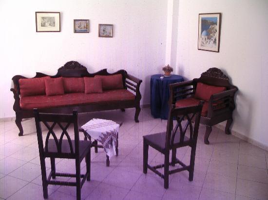 Markakis Studios Fira: living room
