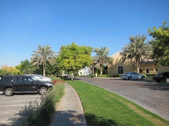 Arabian Ranches Golf Club Hotel: The drive to Arabian Ranches Golf Club