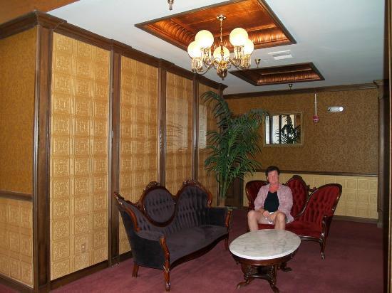 ميزباه هوتل: Fourth Floor hallway 