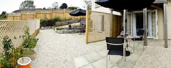 Rotherfield House B&B: Patio - general view