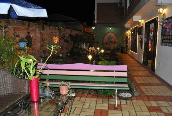 Antonina, PR: Jardim próximo da sala do café da manhã