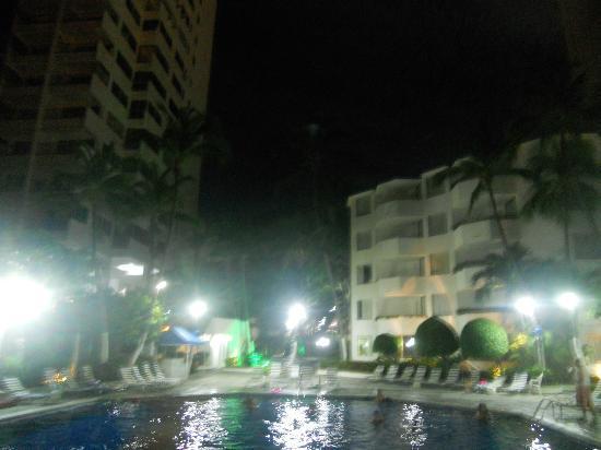 Hotel Acapulco Malibu: hotel de noche
