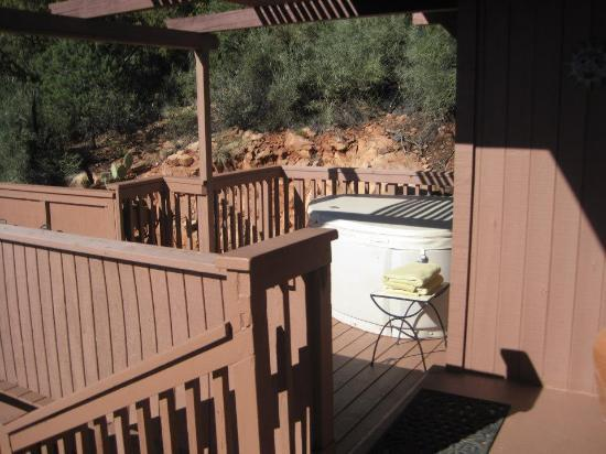 Sedona Views Bed and Breakfast: Hot Tub