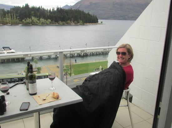 Crowne Plaza Queenstown: Sitting on the balcony 