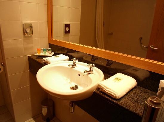 Madison's Hotel: Nice vanity